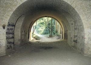 Blick vom Haupthohlgang zum linken Hof